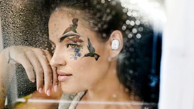 Girl with headphones Intezze Tao